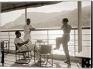 Jeunes Gens sur le Pont d' un Bateau dans la Baie de Monte Carlo, 1920 Fine-Art Print
